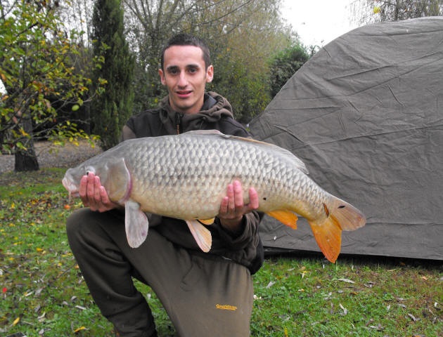 27lb-carp-caught-on-fishing-holiday-in-France