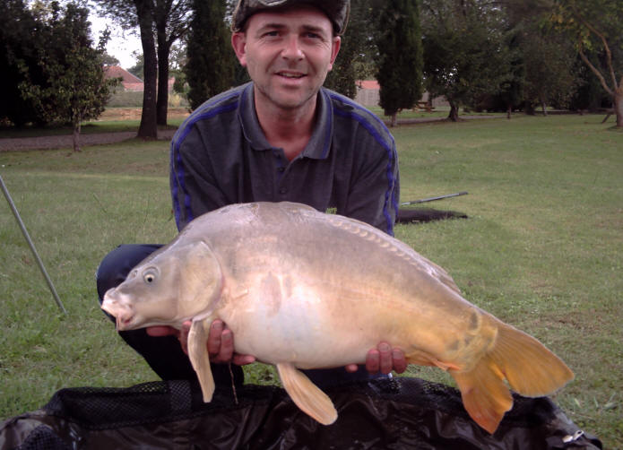27lb-mirror-carp-from-smallwater-lakes-in-france