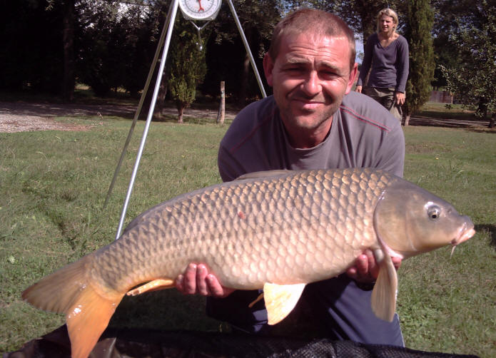 26lb-common-carp-from-smallwater-lakes-in-france
