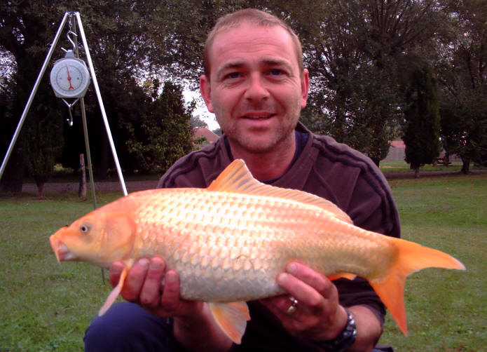 7lb-kio-carp-from-smallwater-lakes-in-france