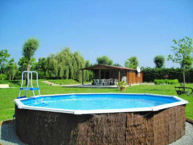 carp_fishing_france_chalet_and_swimming_pool